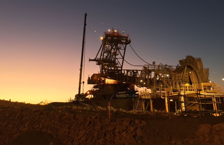 Dampier, Western Australia - Reclaimers Double Connection Rod Replacement